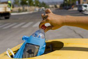 Los envases de plástico, al contenedor amarillo