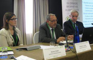 Esteban Juárez, Responsable de Medio Ambiente de Laboratorios SERVIER, y de María Pellín, Responsable de Calidad y Medio Ambiente de Laboratoires Quinton International